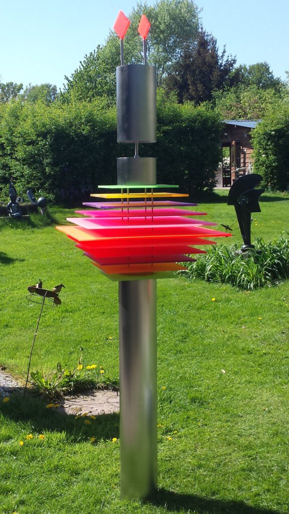 RVS-perspex-moderne-kunst-contemporary-art-tuinbeeld-garden-sculpture-BeeBee