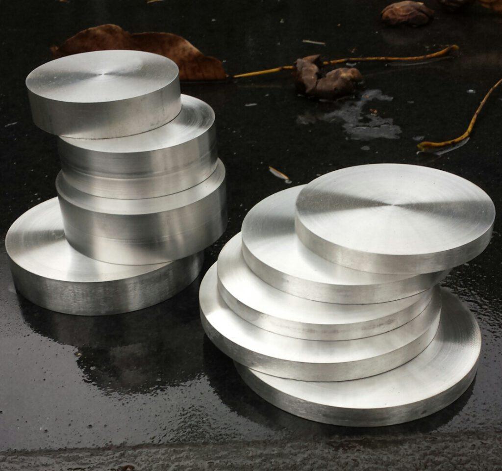 Aluminium metalen sokkel rond met pin voor beelden