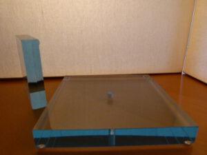 perspex-plexiglas-Aqua-2-cm-dik-sokkel.
